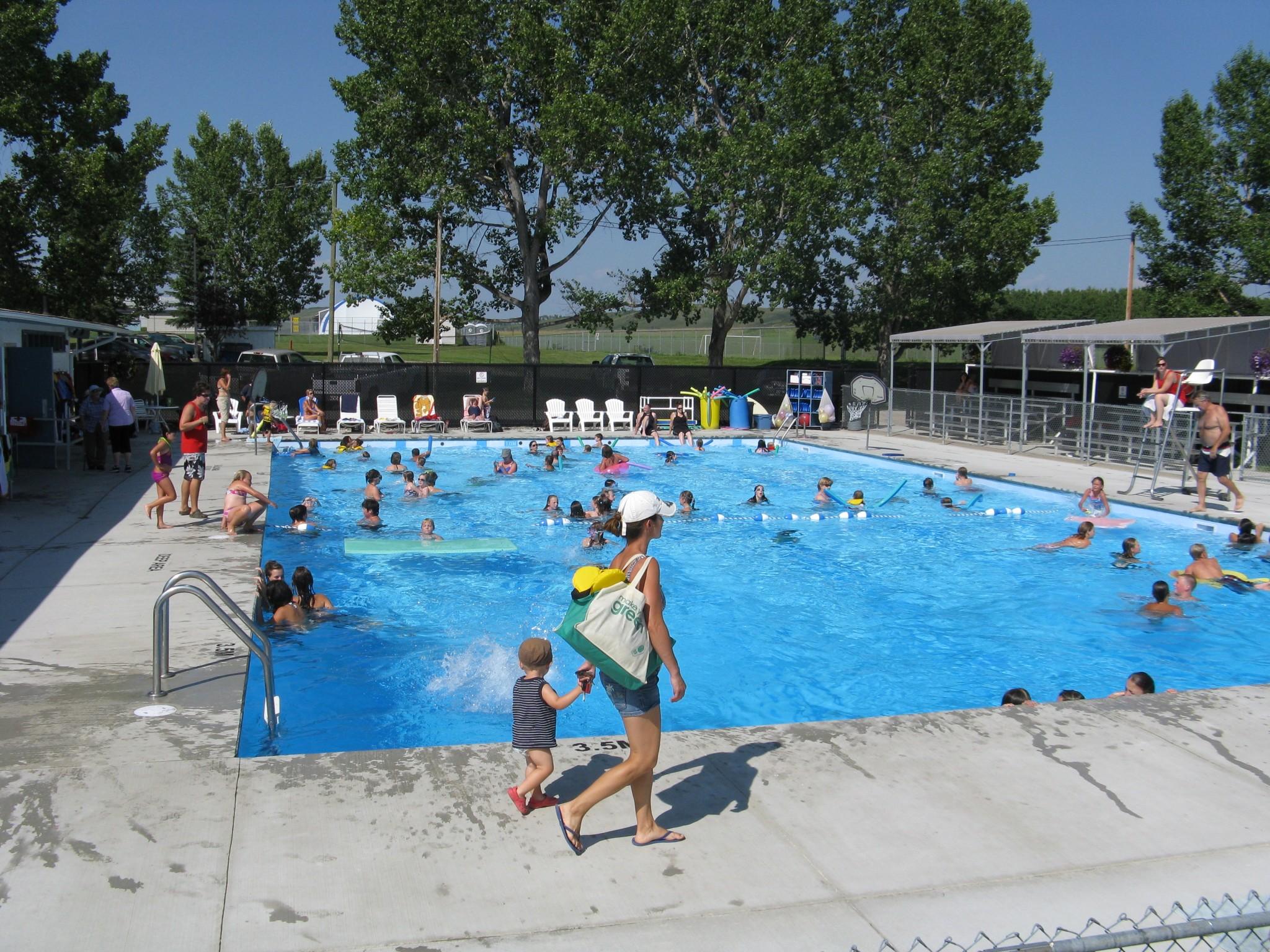 Pool dr lander memorial swimming pool turner valley for Memorial park swimming pool hours